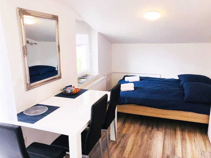 New double room no. 1 in a guest house+parking