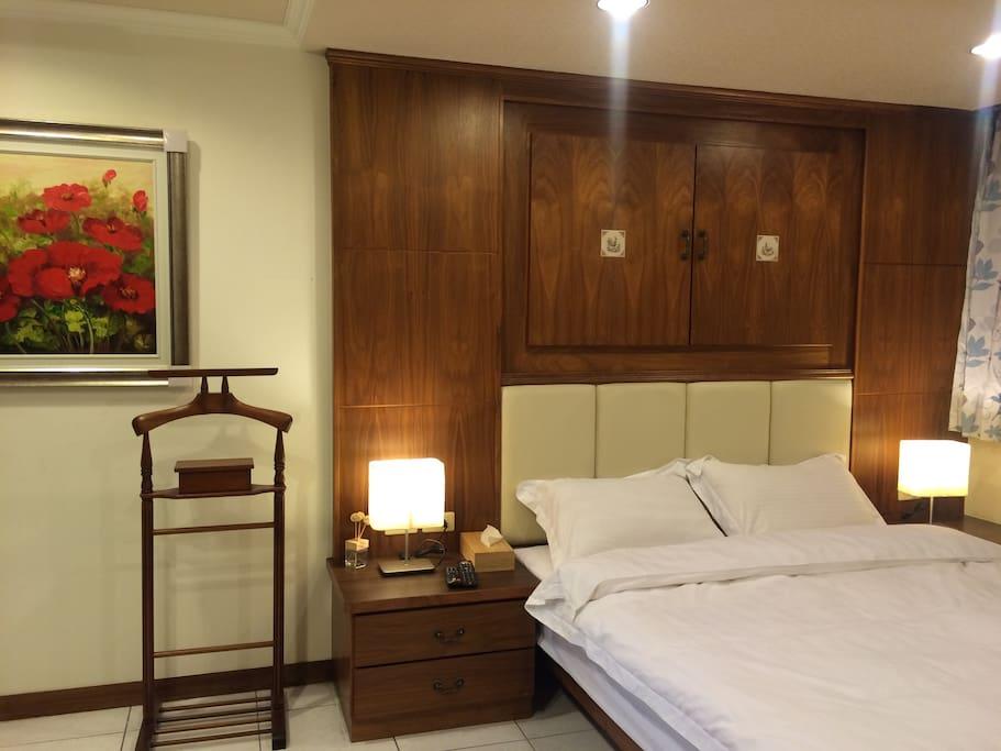 超大歐風空間,婉美五星級般的寢具,讓您有最舒適的休息(一)~
