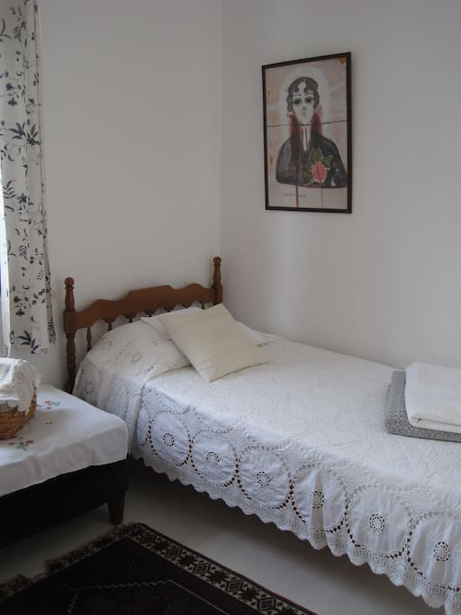 Third bedroom with two single beds.