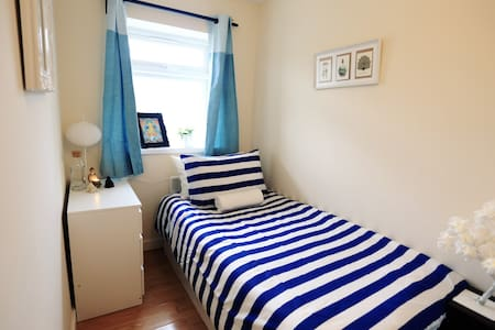 Cozy En Suite room near Heathrow!!