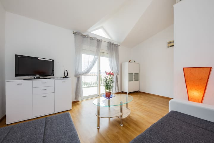 A2- apt with terrace with the sea view and garden