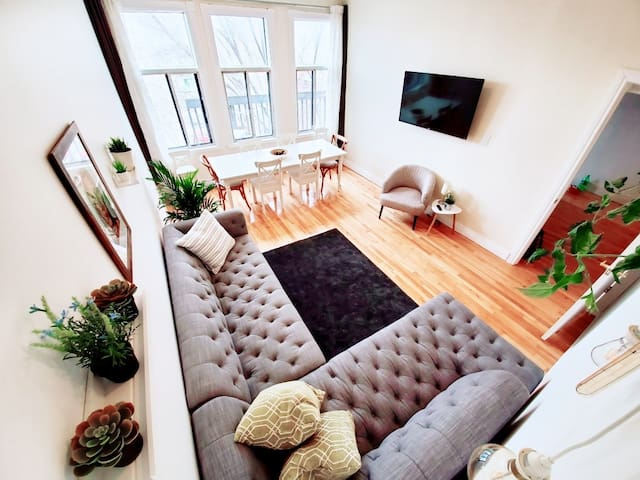LIVING ROOM AND DINING SPACE, CAN SEAT 17 COMFORTABLY, 50 INCH SMART TV.