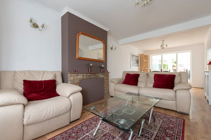 Beautifully presented 3 bed house in Cheshunt