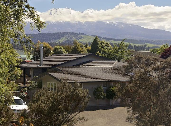 Tongariro Views Luxury hosted Bed & Breakfast