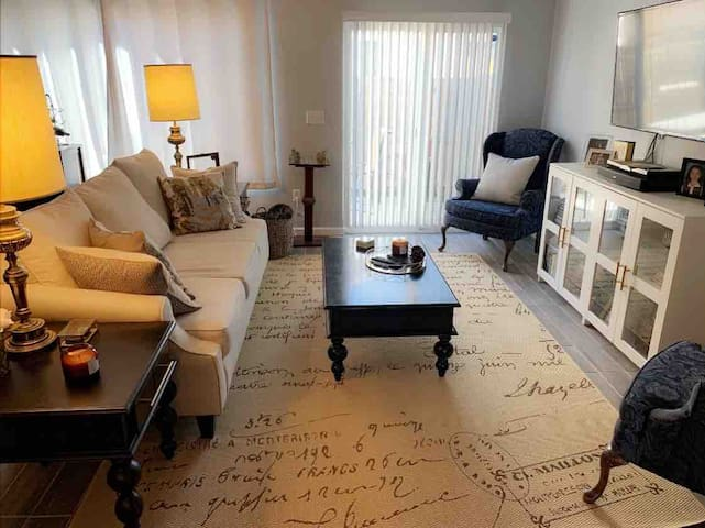 Clean and quiet 1 bedroom with office space