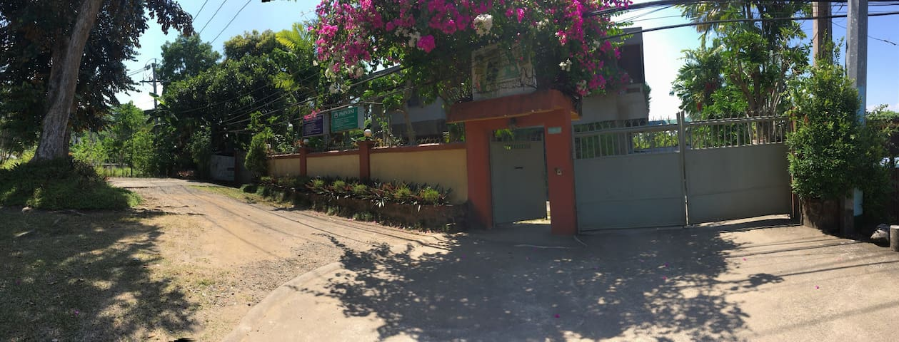 One with friends, one with nature! - Los Baños - Bed & Breakfast