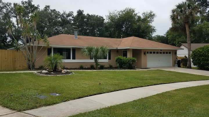 Large Family Home with Pool. Near all attractions!