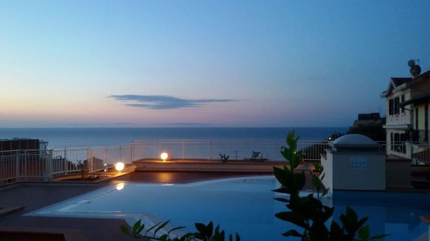 Studio avec piscine, vue mer et monaco