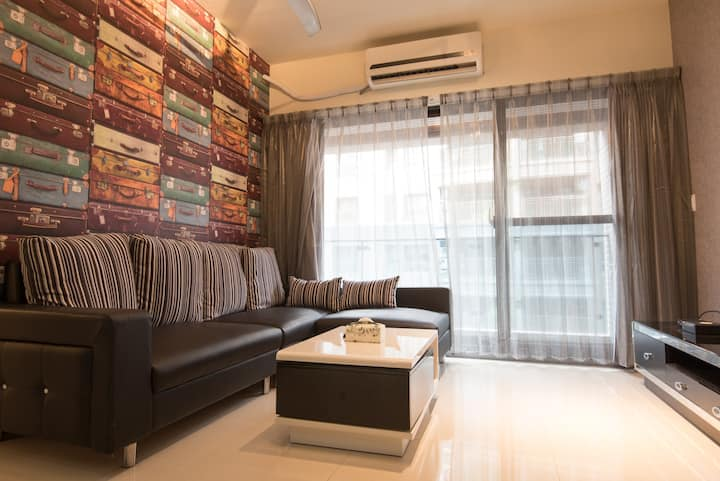 2-8 people two rooms condo/MRT Arena/night market