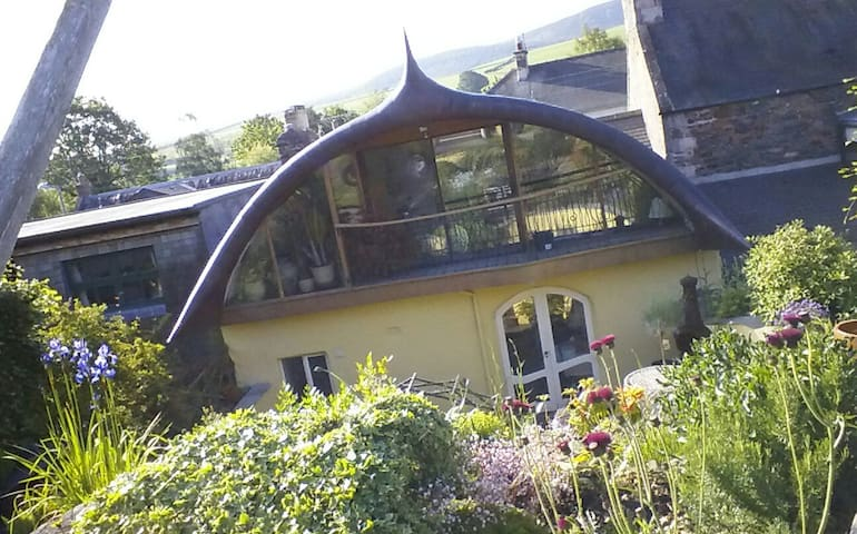 Hobbit House, private room & 1st morning breakfast - Scottish Borders - Casa