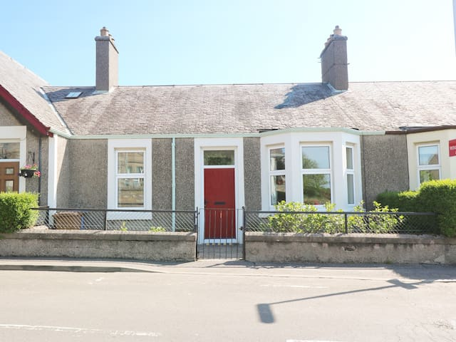 ANNESLEY COTTAGE in Lower Largo, Ref 980710
