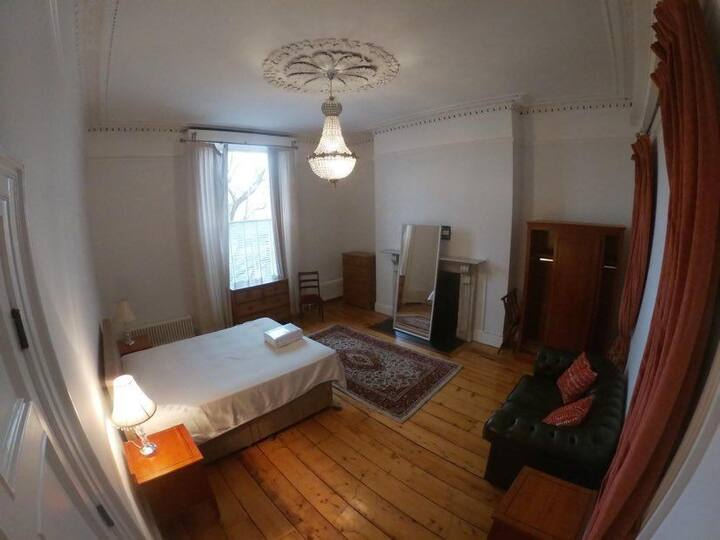 Large Double-Room in the heart of Dublin