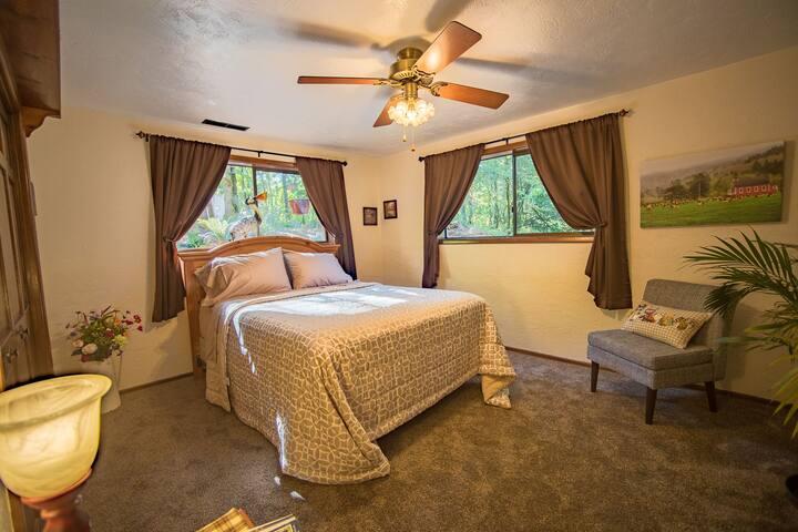 """""""Robins Nest"""" queen bedroom"""