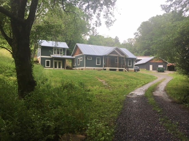 Farm Apartment Minutes from Asheville on BRP