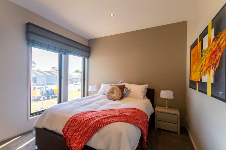 Airconditioned 3rd bedroom with new carpets, aircon, smart TV/Netflix, new and top quality foam mattress with goose topper
