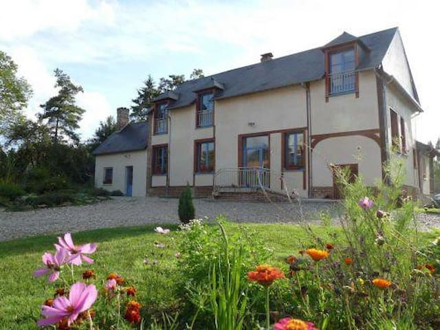 Le Moulin aux moines - Croissy-sur-Celle - Casa de hóspedes