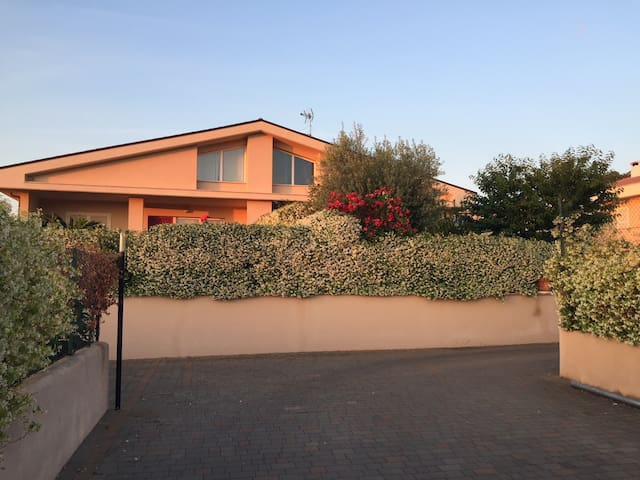 Relaxing & modern house 30 minutes far from Rome