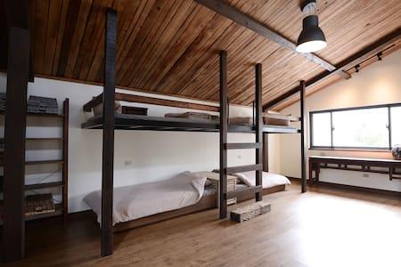 【MORY的家】新北雙溪區  六人房含早餐(平日入住享有雙溪--十分免費接送服務)