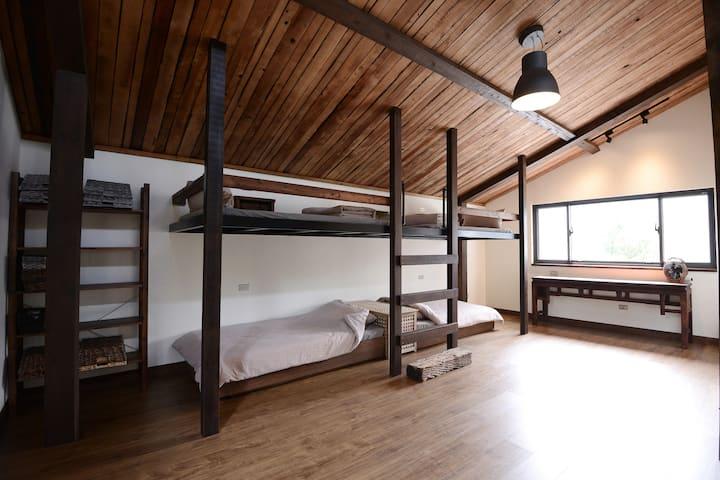 【MORY的家】新北雙溪區  六人房含6份早餐(平日入住享有雙溪--十分免費接送服務)