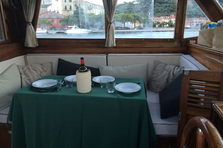 Sleep in a beautiful boat on the river Magra - Ameglia