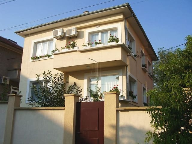 Comfortable apartment 10 min walk from town centre - Veliko Tarnovo - Pis