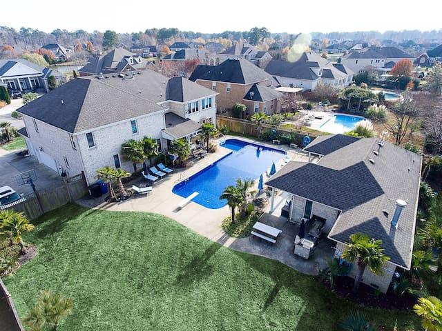 Luxury Home, 50' pool, hot tub, grill & pool house