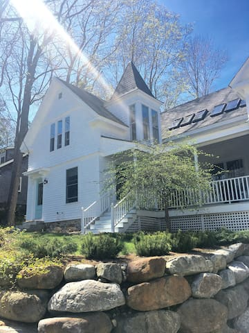 Charming in-town 1890 Farmhouse in Camden, Maine!