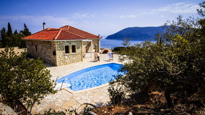 Villa Liladi, Stonebuilt, Quiet location & Seaview - Fiskardo - Vacation home