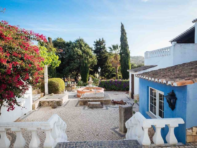 Country house 10minutes from meia praia beach