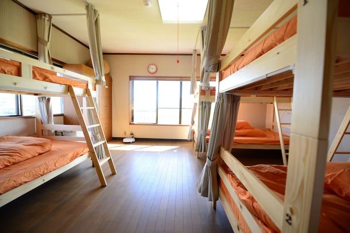 【6人ドミ】お遍路さんやライダー、車での旅行にぴったりの宿。高知市春野町の「はるのゲストハウス」