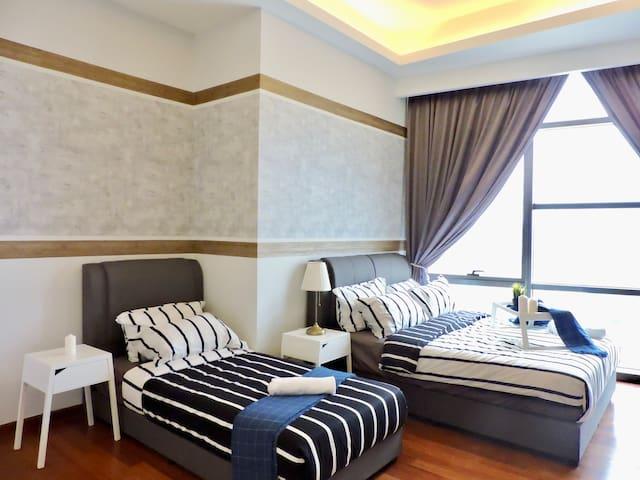 [ZE] New World Hotel besides Azure by SleepyBear