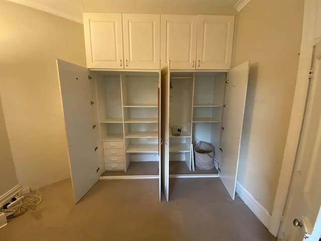 Large Bondi room, walking distance from beach