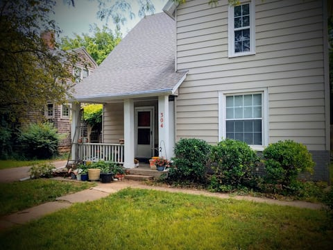 College Hill Cottage in Winfield--Entire apartment