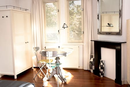 Bright double bedroom/private bathroom/free WIFI - Amsterdam
