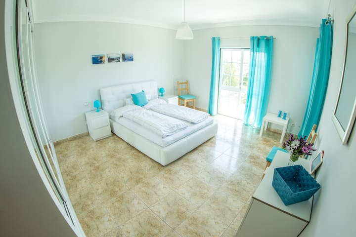 Living Lodge Portugal - King Size w/Ocean View