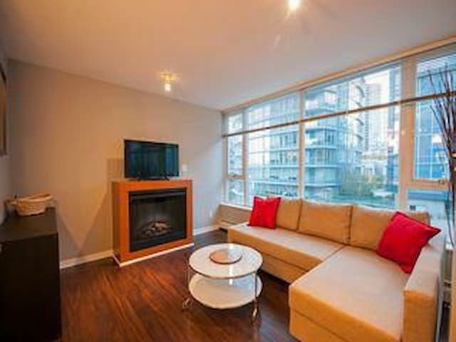 Modern Cozy Condo In The Heart Of downtown