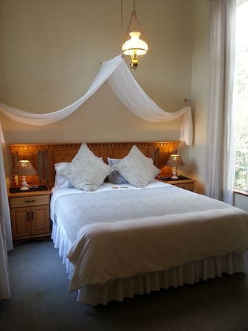 Autumn Breeze Manor B&B -The Friesland Suite 1