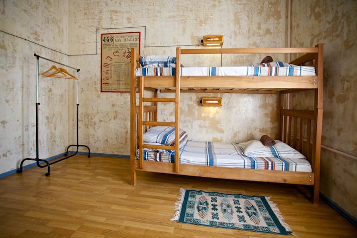 Bed in 4-Bed Mixed Dormitory Room - Tbilisi - Hostel