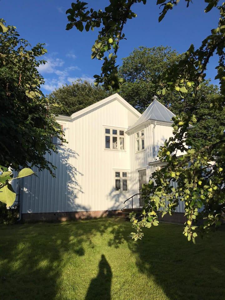 Gård på landet i svensk idyll