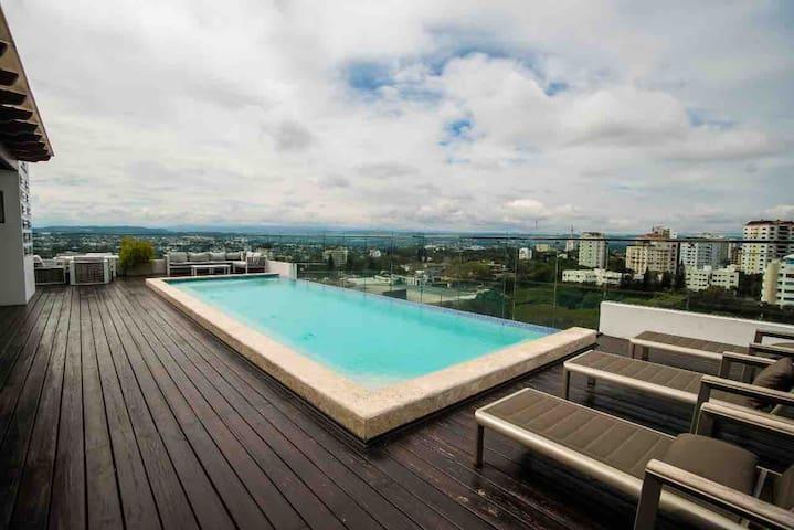 ⭐️⭐️⭐️⭐️⭐️Modern top floor apartment w/ incredible view