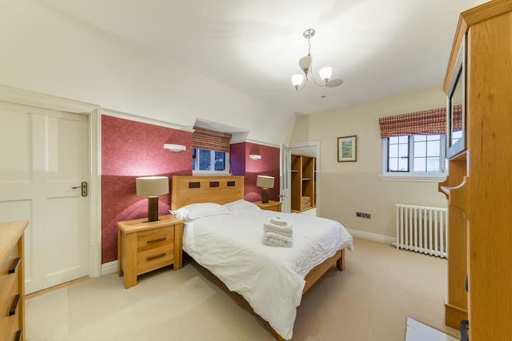 Large Double Bedroom In Stunning Mansion - Hoddesdon - Byt
