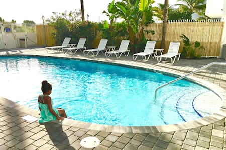 Hideaway - on the beach with pool and kitchenette! - Miami Beach - Apartemen