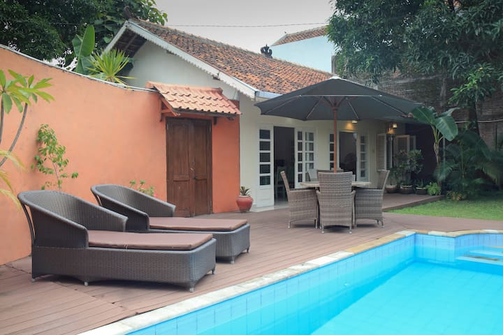 Central Villa-2 persons: Private pool & Clean