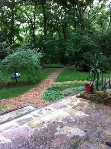 Horse shoes, fire pit and picnic table in Your private yard