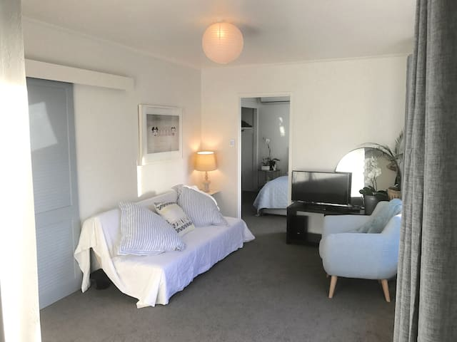 CASA TAKAPUNA - Hauraki, close to beach and town