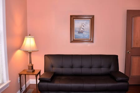 Private room in downtown Stamford - Stamford - Haus