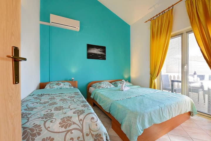 Tirkiz apartment Vodice with terrace - Vodice - Huoneisto