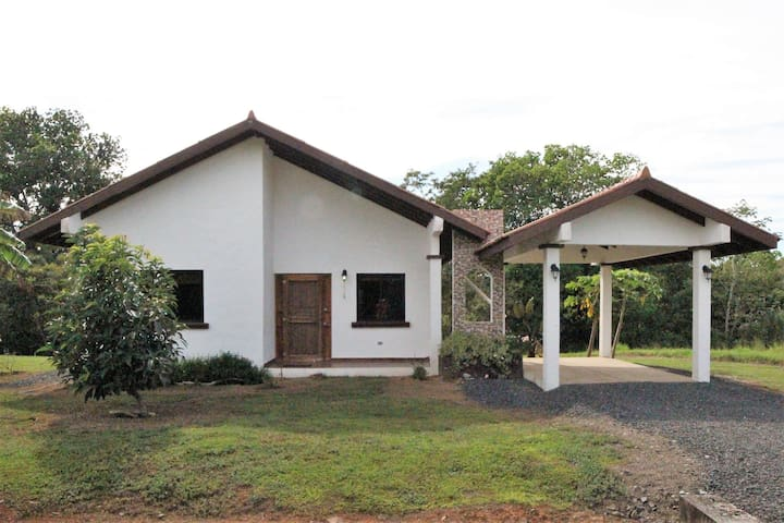 Country 2 bdrm home in Limon in quiet community