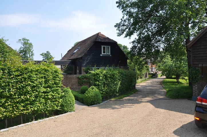 Converted Granery, 15 mins to Gatwick, 1 hr London - West Sussex - Casa