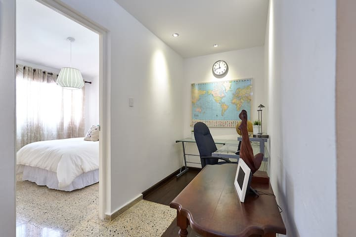 Nice City Center Apartment close to the Malecon !
